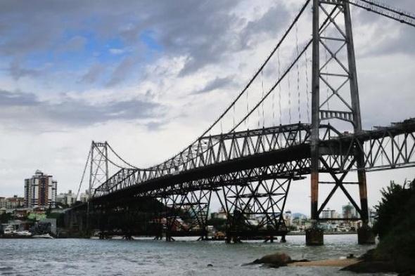 Ponte Hercílio Luz precisará de novo aditivo para reparos nas bases de sustentação