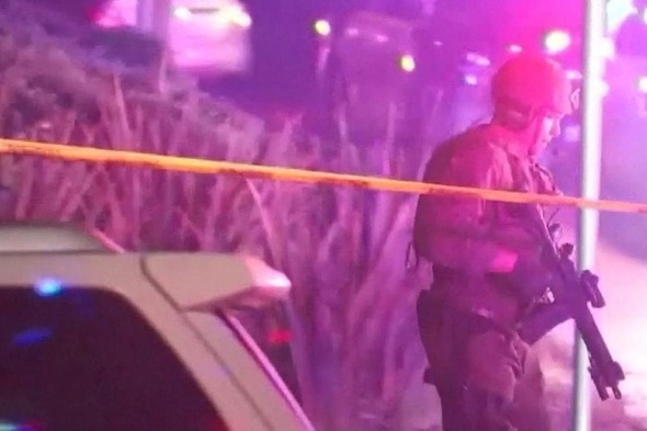 Criminoso armado mata 13 pessoas em bar da Califórnia